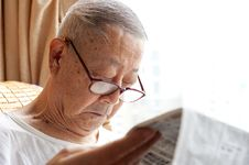 Free A Senior Man Is Reading Stock Images - 17545224