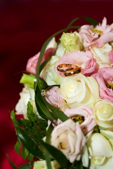 Free Wedding Ring On The Bride S Bouquet. Stock Photography - 17546442