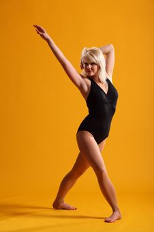 Free Dramatic Dance Pose By Blonde Woman Against Yellow Stock Photography - 17552432