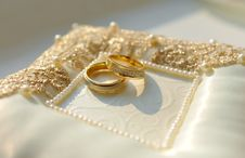 Free Two Golden Wedding Rings With Diamonds Royalty Free Stock Photos - 17553518