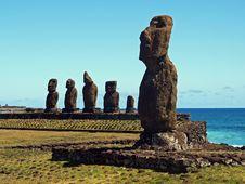 Free Moai Of Ahu Tahai Royalty Free Stock Photo - 17555345