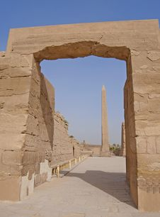 Ancient Archway And Obelisk At Karnak Temple Stock Photos