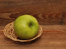 Free Ripe Apple In Basket Royalty Free Stock Photo - 17561185