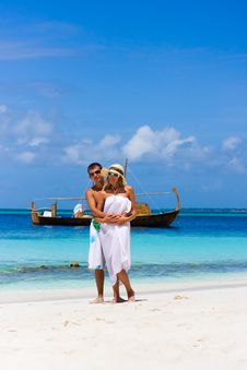 Free Young Couple On A Beach Royalty Free Stock Image - 17561696