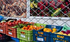 Free Fruit And Vegetable Market Royalty Free Stock Photos - 17563428