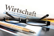 Free Newspaper With Glasses Royalty Free Stock Images - 17565549