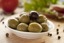 Free Green Olives Royalty Free Stock Photography - 17570127