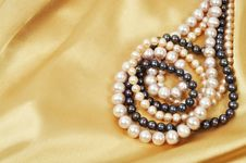 Free Silk And Pearls Stock Photography - 17572822