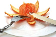 Free Cleared Mandarine On A Plate, Plug, Knife. Royalty Free Stock Photos - 17574888
