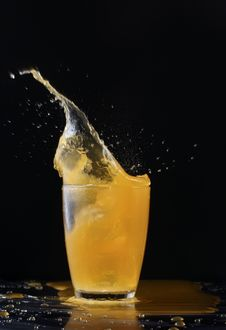 Free Splashing Drink Royalty Free Stock Images - 17576979