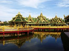 Free Pavilion In The River Royalty Free Stock Image - 17578586