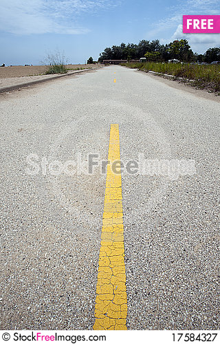 Free Yellow Road Divider Royalty Free Stock Photography - 17584327