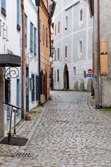 Free Narrow Street Of Cesky Krumlov Royalty Free Stock Photos - 17585378