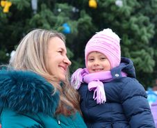 Free Mom And Girl Near A Christmas Tree Royalty Free Stock Photos - 17593478