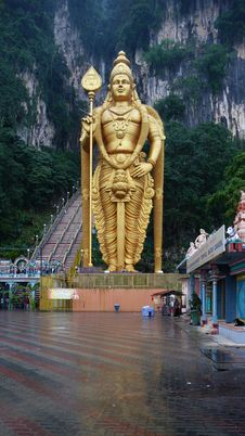 Free Lord Murugan Statue At Batu Caves Royalty Free Stock Image - 17595256
