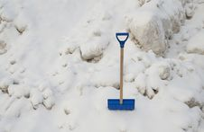 Free Snow Shovel Stock Photography - 17604302