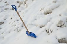 Free Snow Shovel Royalty Free Stock Images - 17604359