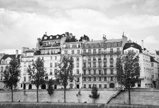 Free Parisian Buildings On The Seine Royalty Free Stock Photography - 17606307