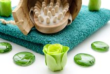 Free Massage Brush And Flower Royalty Free Stock Photography - 17609527