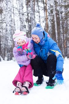 Free Happy Mother And Daughter In A Winter Park Stock Image - 17611071