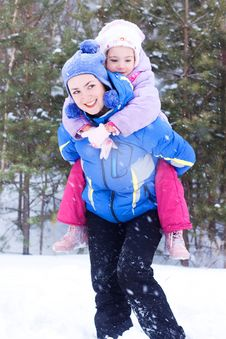 Free Happy Mother And Daughter In A Winter Park Stock Image - 17611101