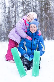 Free Happy Mother And Daughter In A Winter Park Stock Photography - 17614572