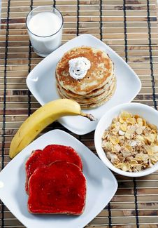 Free Full Breakfast With Milk Royalty Free Stock Photography - 17615637