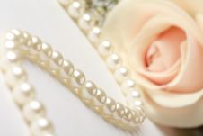 Free Pearl Necklace Stock Photo - 17618730