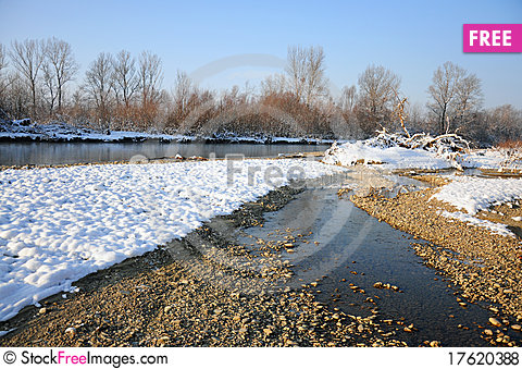 Free Frosty River In Sunny Winter Day Royalty Free Stock Photos - 17620388