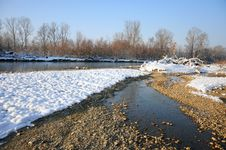 Frosty River In Sunny Winter Day Royalty Free Stock Photos