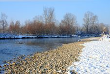 Free Rocky River Covered By Snow Royalty Free Stock Image - 17620426