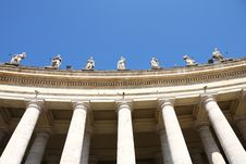 Free The Colonnade Of St. Peter S Basilica In Vatican Royalty Free Stock Photo - 17629875