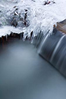 Free Frozen Creek Royalty Free Stock Photos - 17629898