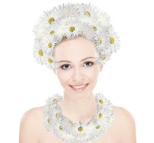 Free Beauty Girl The Head And Neck Decoration Daisies Royalty Free Stock Photography - 17633127