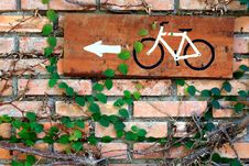 Free Brick Wall With Bicycle Plate Stock Photo - 17634380
