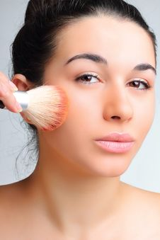 Free Beautiful Woman Applying Make-up Stock Images - 17634684
