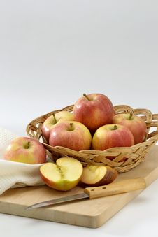 Free Red Apples In A Basket. Royalty Free Stock Photo - 17636565