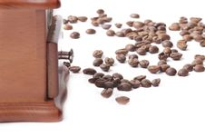 Free Coffee Grinder And Coffee Beans Royalty Free Stock Images - 17640139