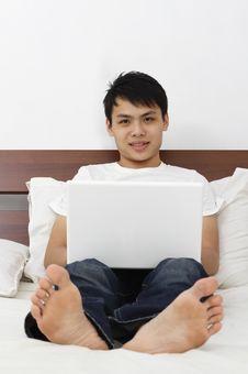 Free Man With Laptop Royalty Free Stock Photos - 17640588