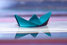 Free Blue Paper Boat Stock Photos - 17641183