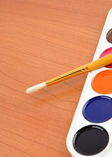 Free Paintbrush And Painters Palette Stock Photos - 17647803
