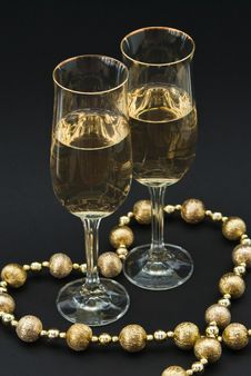 Free Heart Includes Two Glasses Of Champagne Royalty Free Stock Photography - 17649857