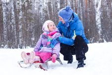 Free Happy Mother And Daughter In A Winter Park Royalty Free Stock Photos - 17652338