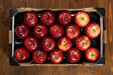 Free Box Of Fresh Apples Royalty Free Stock Photos - 17653988