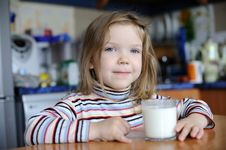 Free A Girl With A Glass Of Milk Royalty Free Stock Photography - 17662107