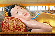 Free Lying Buddha Statue In A Temple Royalty Free Stock Photos - 17662338