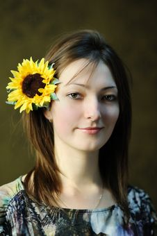 Free Beautiful Woman With Sunflower Royalty Free Stock Photos - 17662368