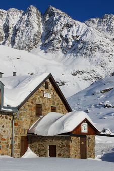 Free Mountain Hut Royalty Free Stock Images - 17663759