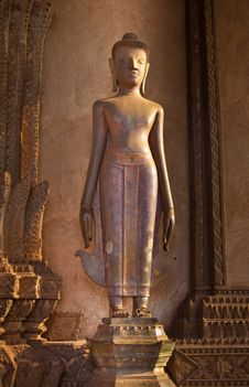 Free Standing Vintage Buddha Image Stock Photo - 17668060