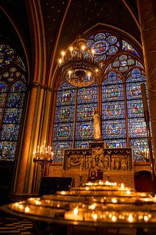 Free Candles Lit In The Notre-Dame Cathedral Royalty Free Stock Images - 17670929